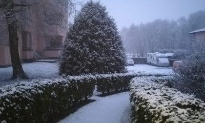 La neve è arrivata nel Lecchese: le previsioni per le prossime ore FOTO