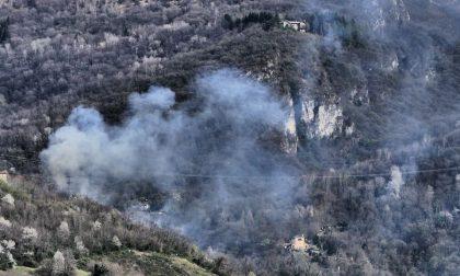 Incendio ai piedi del Resegone a Lecco  FOTO