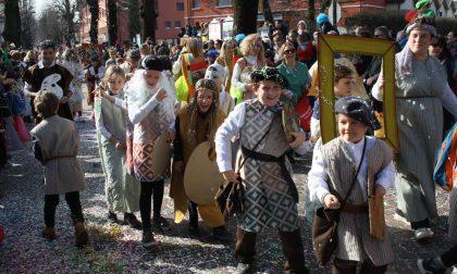 Mascherine più forti delle… maschere: il Carnevale quest'anno si festeggia sui balconi