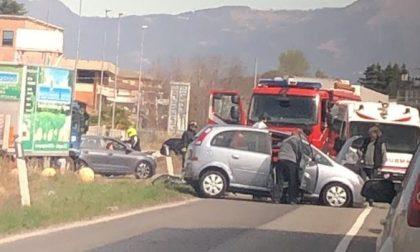 Auto contro camion, soccorsa una giovane ad Osnago