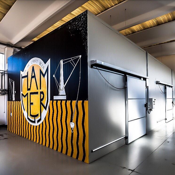 """Il murale del """"Killer"""" 4° Compleanno Hammer, sabato festa al birrificio di Villa d'Adda"""