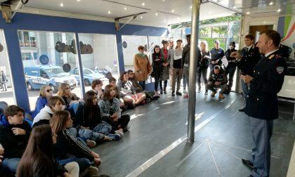 Ragazzi attenti ai social: la Polizia Postale incontra gli studenti a Lecco FOTO