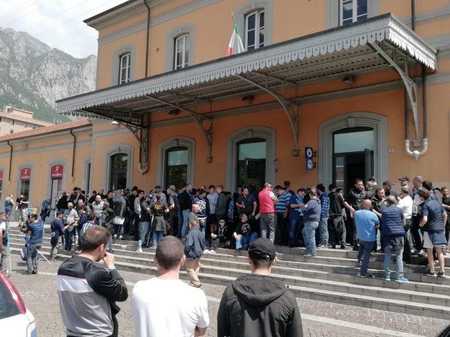 Derby Como-Lecco: oltre 400 tifosi blucelesti in stazione FOTO E VIDEO