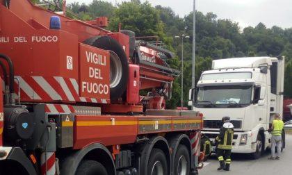 Camion fermo, accesso alla Statale 36 bloccato per due ore