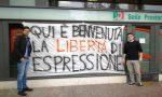 """Striscione contro la censura, il Pd lancia la sfida: """"Qui è benvenuta la democrazia"""""""