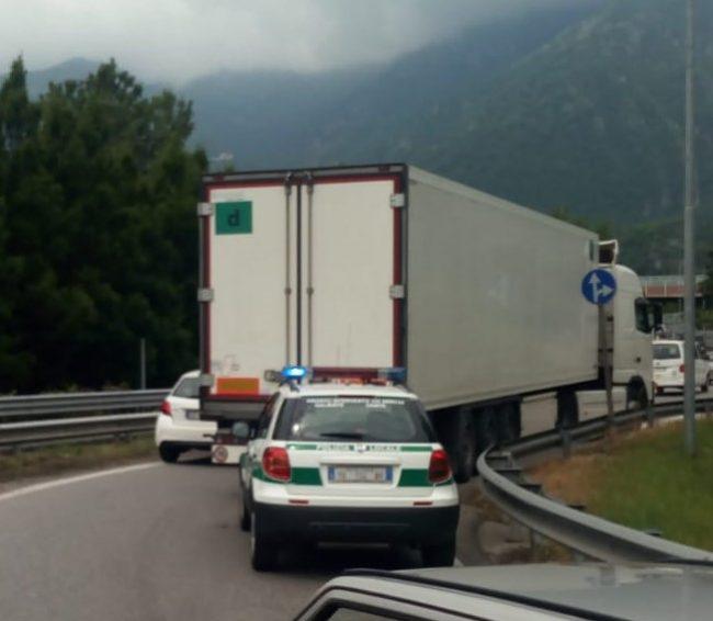 Galbiate Camion fermo ingresso statate 36