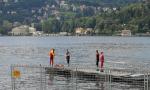 Giovane si tuffa nel lago e non riemerge: ritrovato dai sommozzatori, è morto in ospedale FOTO e VIDEO