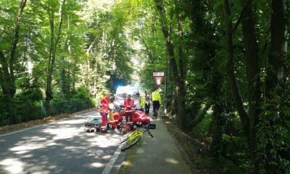 Cade in bici, 52enne in condizioni serie FOTO