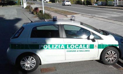 Provoca incidente sulla Lecco-Ballabio, fugge e poi simula il furto dell'auto: denunciato