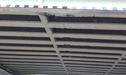Camion danneggia il ponte: transito vietato ai mezzi pesanti FOTO