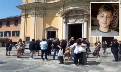 """""""Un dolore che pesa come un macigno"""": l'ultimo saluto a Lorenzo Roncari"""