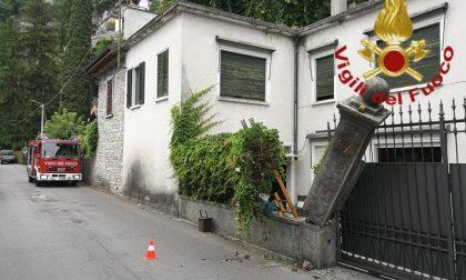 Un mezzo in transito distrugge la recinzione