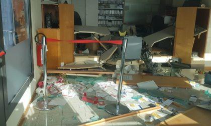 Furto in banca, i ladri devastano la filiale FOTO
