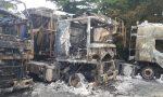 Incendio, tre camion in fiamme nel piazzale di un'azienda: ipotesi dolo FOTO