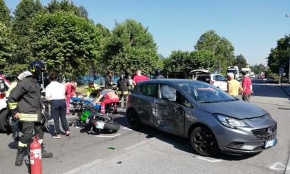 Incidente auto - moto: centauro a terra FOTO
