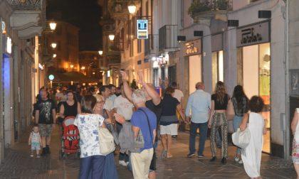 Saldi by night a Lecco con shopping di sera