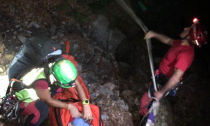 Notte di ricerche per gli uomini del Soccorso Alpino: salvata una donna caduta in una scarpata FOTO