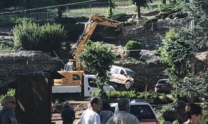 Casargo: al lavoro per recuperare le auto travolte dalla frana FOTO