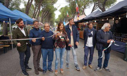 """Lo street food """"sbarca"""" sul lungolago del Lavello FOTO"""