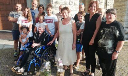 Compie 105 anni e i figli le organizzano una festa in chiesa FOTO