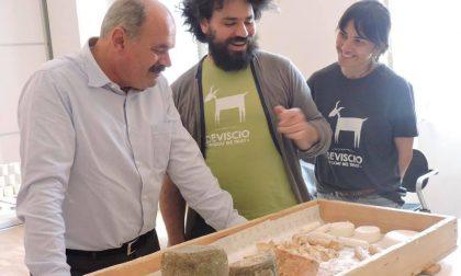 Farinetti, patron di Eataly deliziato dai formaggi made in Lecco