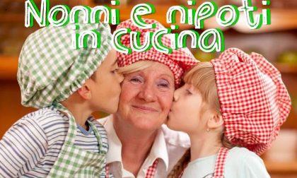 In cucina insieme ai nipoti, un'idea regalo per la Festa dei Nonni