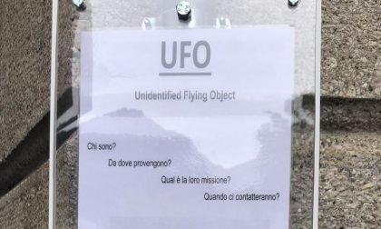 Ufo tra noi? A Lecco appaiono cartelli abusivi