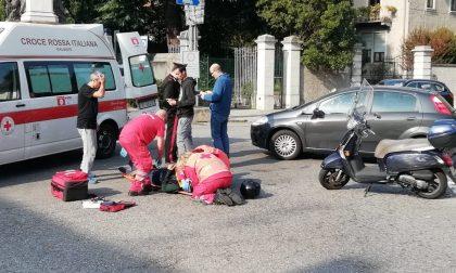 Scontro auto-moto: trasportata in ospedale la 57enne FOTO