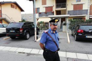 I Carabinieri davanti alla casa