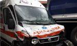 Botto sulla Statale: ambulanza si schianta contro un camion