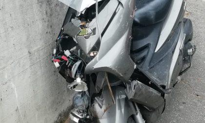 Moto contro auto, grave incidente in via Mazzini FOTO