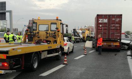 Incidente in Tangenziale Est a Milano, due morti FOTO