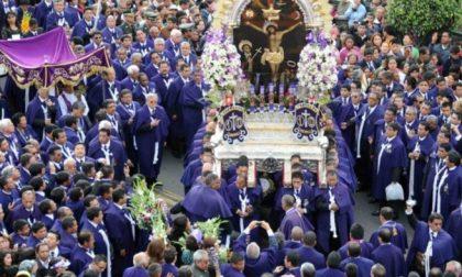 A Lecco 3000 peruviani per la processione del Señor de los milagros