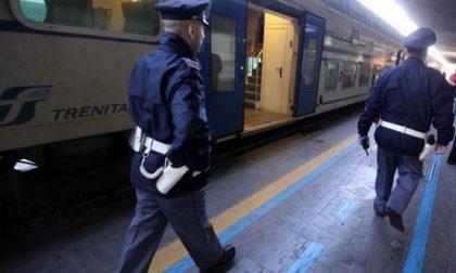 """""""Pendolari della droga"""" beccati sul treno con mezzo chilo di marijuana"""