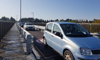 Tenta il suicidio dal ponte di Paderno: salvato