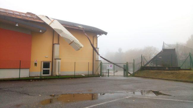 """""""Tromba d'aria"""" scoperchia il tetto dell'oratorio FOTO"""