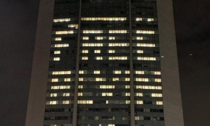 Pirellone illuminato per riportare a casa Alvin Berisha FOTO