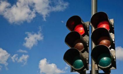 Telecamere anti furbetti al semaforo Bernareggio, nodo nevralgico anche per i meratesi