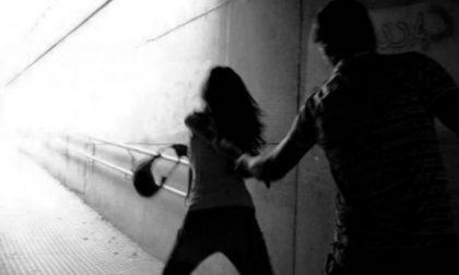 Perseguitava la ex e la intimoriva pubblicando filmati in cui era armato: ammonito dal Questore
