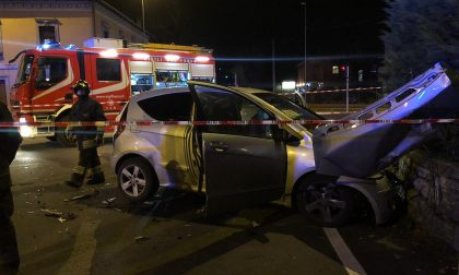 Schianto tra auto, giovani in ospedale FOTO