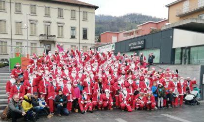 """Oltre 200 """"Babbi Natale"""" per le strade di Calolzio FOTO"""