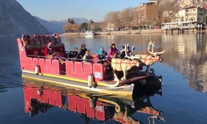 Torna sul lago di Lecco la nave-slitta di Babbo Natale