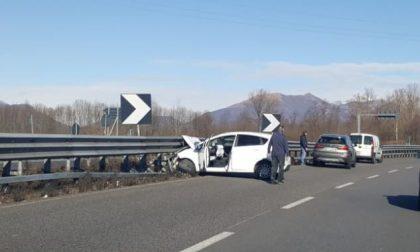 Incidente in Statale 36: auto si schianta contro il guardrail FOTO
