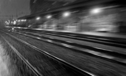 Sbaglia tratta, attraversa i binari: 26enne ucciso dal treno