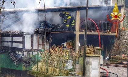 In fiamme una legnaia a Torre de' Busi FOTO