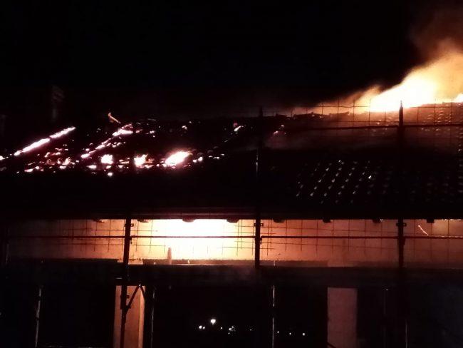 Edificio in costruzione in fiamme a Casatenovo FOTO