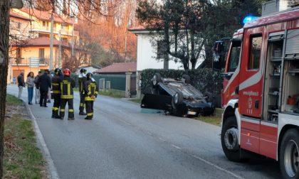 Auto ribaltata sulla Provinciale: 27enne in condizioni serie FOTO