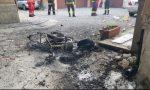 Lite tra vicini: incendiata una moto FOTO