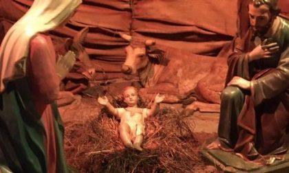 Feci sulla statua di Gesù Bambino: scandalo a Mozzate