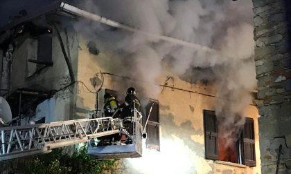 Grosso incendio devasta due palazzine FOTO